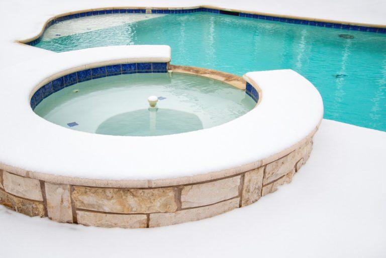 Bien réussir l'hivernage de ma piscine