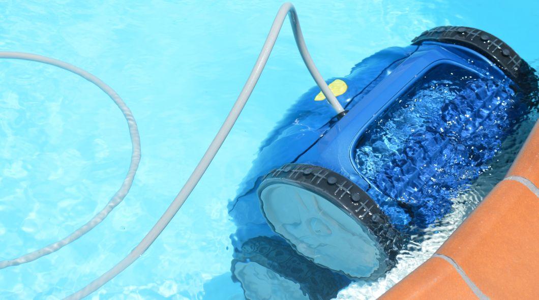 Nettoyer sa piscine avec un robot for Nettoyer sa piscine avec balai