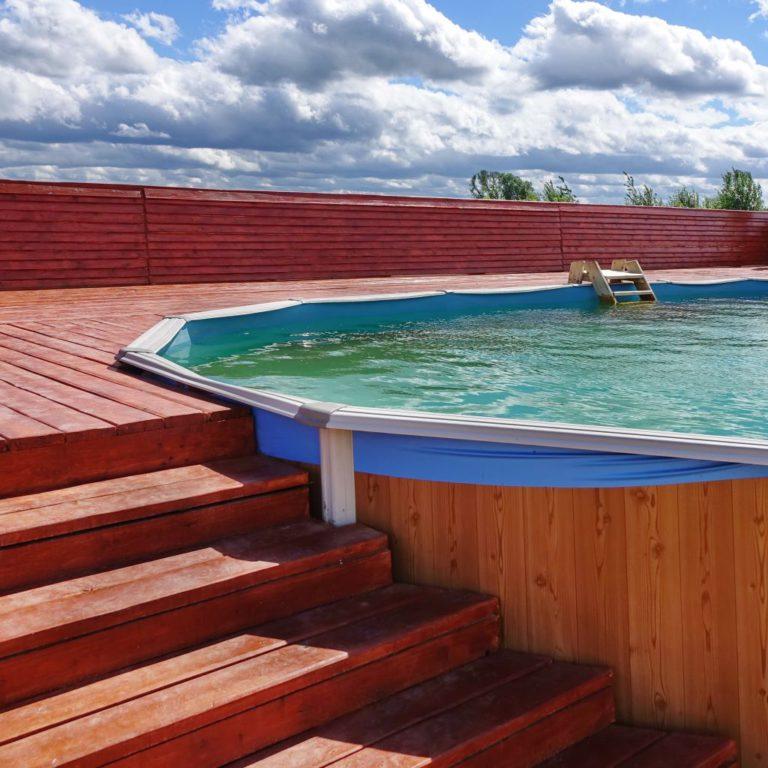 La piscine en bois composite