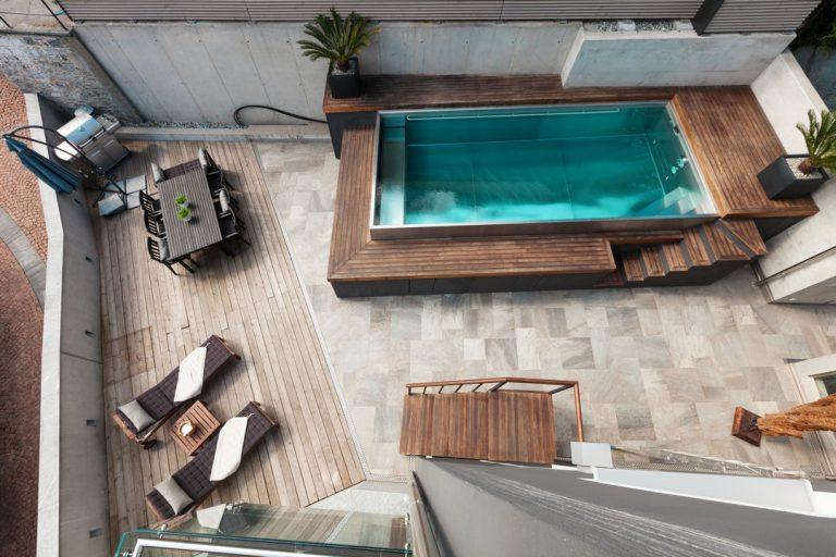 La piscine hors-sol en bois ou en acier