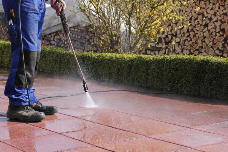 Nettoyer sa terrasse : méthodes
